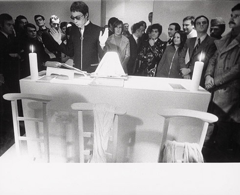 Messe pour un corps de Michel Journiac, performance avec boudin